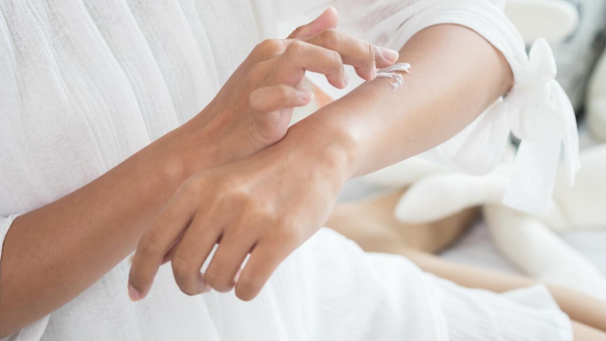 संवेदनशील त्वचा के लिए स्कीन केयर प्रोडक्ट्स