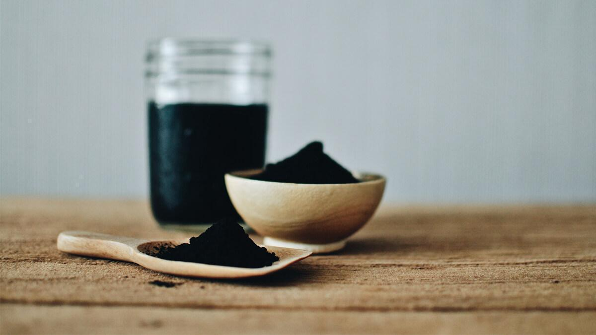 Activated charcoal se dur kare blackheads in hindi