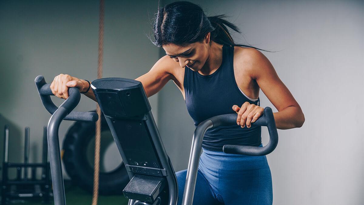 kaise paye niyamit exercise se periods pain se rahat in hindi