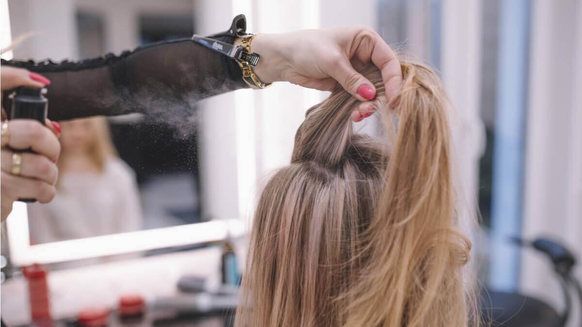 colored hair hair spray ka savdhani se kare istemal